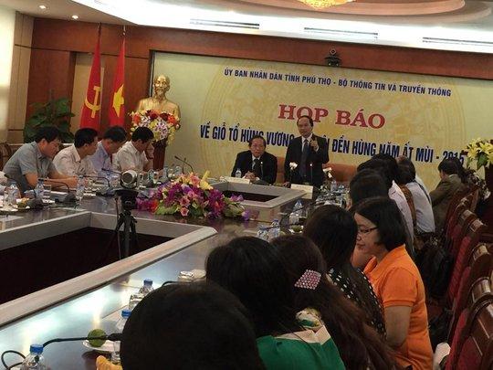 ông Hà Kế San (đứng) khẳng định sẽ dẹp nạn chặt chém ở lễ hội Đền Hùng