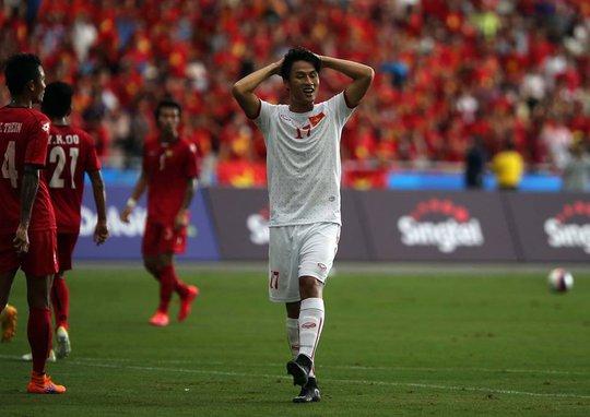Mạc Hồng Quân bỏ lỡ nhiều cơ hội trong trận thua U23 Myanamr nên chỉ lọt vào đội hình dự bị
