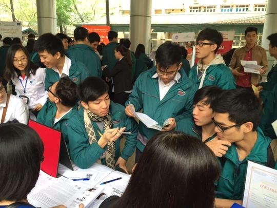 Học sinh Trường THPT Nguyễn Tất Thành (Hà Nội) băn khoăn trước kỳ thi THPT quốc gia