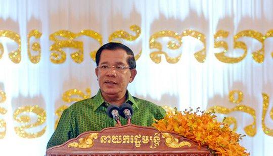 Thủ tướng Campuchia Hun Sen kêu gọi nước ngoại không can thiệp chuyện nội bộ Campuchia. Ảnh: Phnompenh Post