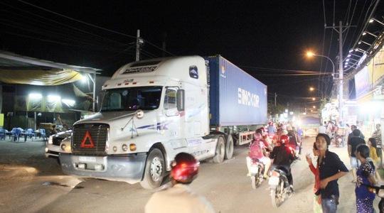 Người dân hoảng vía sau vụ tai nạn