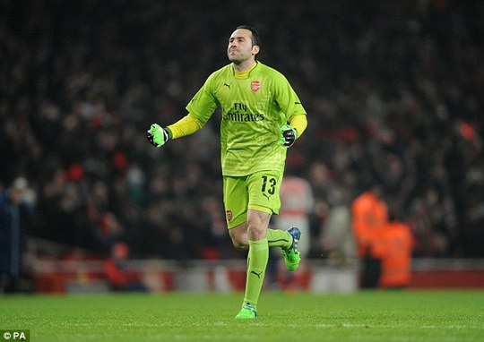 Ospina trong trận gặp Hull City