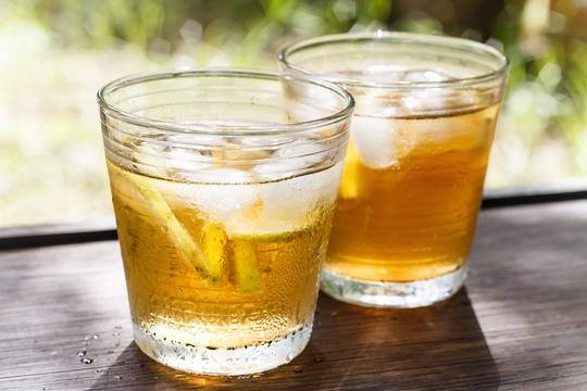 Uống quá nhiều trà cũng không có lợi cho sức khỏe. (Ảnh Live Science)