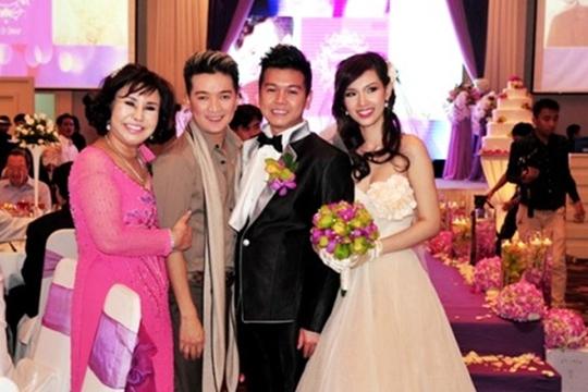 Đám cưới của Quỳnh Chi và thiếu gia Chương có sự tham dự của nhiều ngôi sao trong giới showbiz Việt