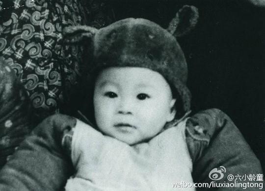 Lục Tiểu Linh Đồng lúc bé