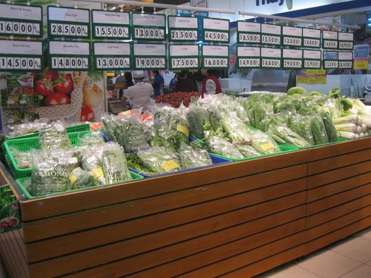 Quầy bán rau của một siêu thị ở Hà Nội chiều 23-1  Ảnh: Nguyễn Hưởng