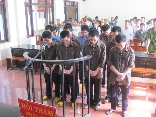 12 bị cáo đang nghe tòa tuyên án