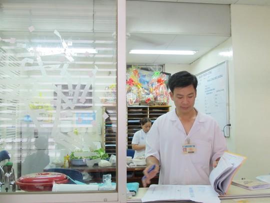 Các bác sĩ Khoa Chấn thương Chỉnh hình đón xuân trong bệnh viện