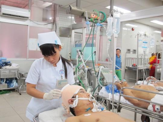 Bác sĩ Cấp cứu lặng lẽ đón tết trong bệnh viện