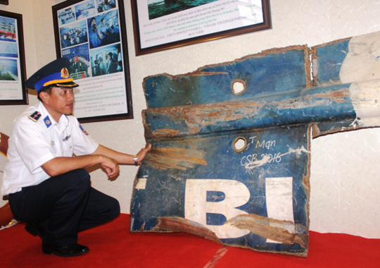 Một phần của tàu cảnh sát biển Việt Nam bị tàu Trung Quốc đánh đắm khi đang canh gác biển đảo
