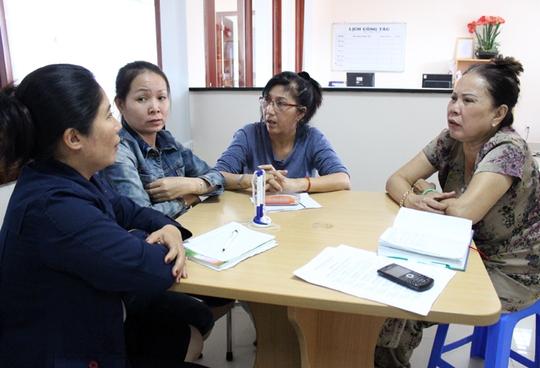 Bạn đọc đến báo Người Lao Động nhờ can thiệp vì bị chủ hụi lừa sạch tiền Ảnh: Trường Hoàng