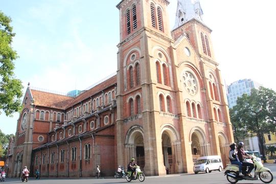 Việc tu sửa nhà thờ Đức Bà là điều bắt buộc vì kết cấu bên trong đã xuống cấp nghiêm trọng. Dự kiến thời gia tu sửa kéo dài nhiều năm liền.