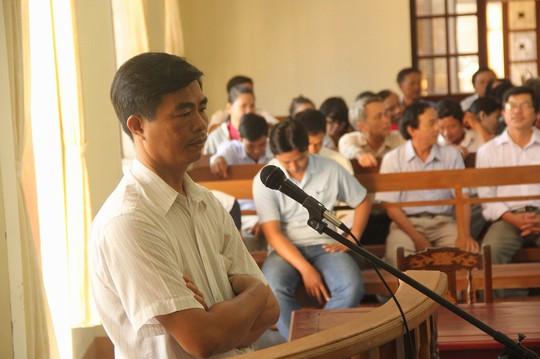 Nguyễn Đức Đạo tỏ ra bình thản, vòng tay suốt phiên tòa ngày 12-6 và liên tục kêu oan