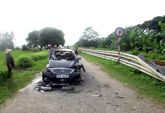 Chiếc xế hộp hư hỏng nặng sau vụ tai nạn
