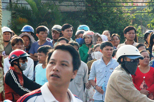 Hàng ngàn người đưa 6 nạn nhân bị thảm sát về nơi an nghỉ