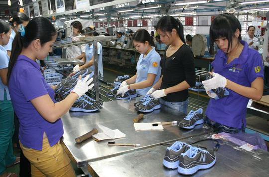 Số đông công nhân mong muốn được nhận trợ cấp BHXH một lần ẢNH: KHÁNH AN