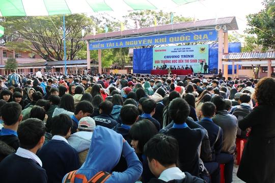 Học sinh Trường THPT Trần Phú, Tây Sơn, Đống Đa, chuyên Thăng Long, Yersin, Chi Lăng… cũng đến tham gia chương trình