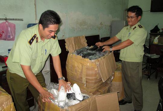Lô hàng giày hiệu bị tạm giữ tại đội QLTT 5B
