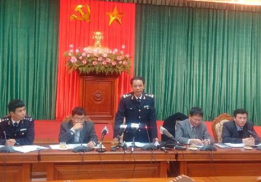 Ông Văn Bá Tín tại cuộc họp báo