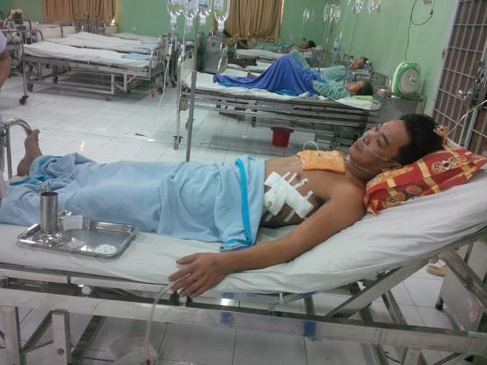 Nạn nhân Nguyễn Văn Phúc đang được điều trị tại bệnh viện