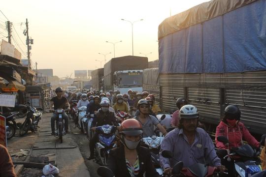 Tai nạn còn khiến giao thông tại khu vực kẹt cứng trong thời gian dài