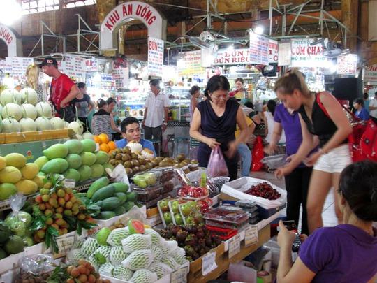 Vải thiều tại chợ Bến Thành có giá lên tới 90.000 đồng/kg. Ảnh: Ngọc Ánh