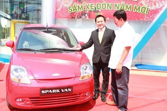 Chevrolet Cần Thơ giới thiệu đến khách hàng ở ĐBSCL dòng xe Spark Van giá 253 triệu đồng