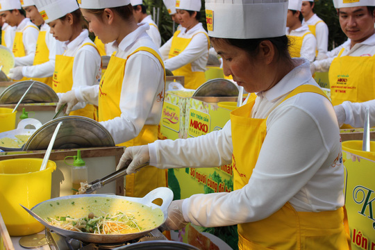 INTERMIX trình làng chiếc bánh xèo lớn nhất Việt Nam