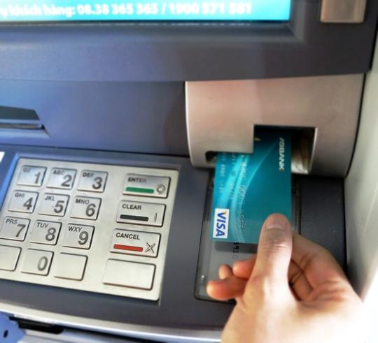Hàng loạt các tiện ích được ngân hàng áp dụng nhằm tạo gia trị gia tăng cho chủ thẻ
