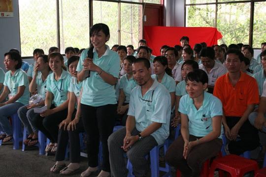 Công nhân đề đạt nguyện vọng tại hội nghị người lao động Công ty Domex