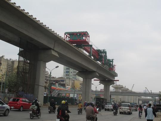 Công tác thi công dự án đường sắt đô thị Cát Linh - Hà Đông đang rất chậm trễ, hầu như dậm chân tại chỗ từ tháng đầu tháng 4 đến nay. Ảnh: Văn Duẩn