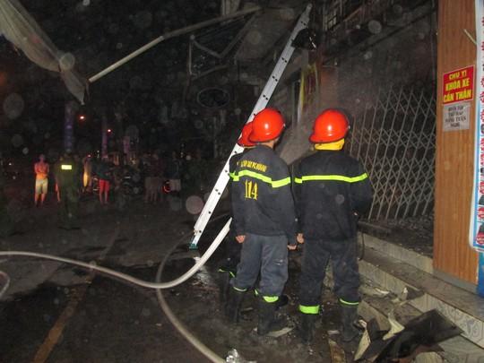 Cảnh sát đã dập tắt vụ cháy, may mắn trong tiệm không có người