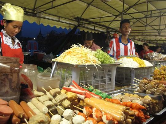 Chợ Campuchia: Đi là ghiền!