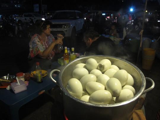 Khu ẩm thực trong chợ đêm