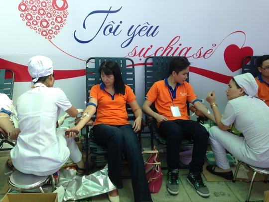 Nhân viên DongA Bank hiến máu nhân đạo sáng 25-6