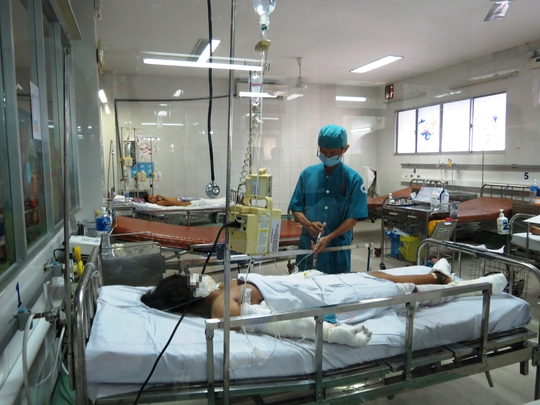 Bé Kim Linh đang được điều trị tại Bệnh viện Nhi Đồng 1