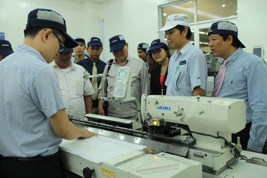 Đa số công nhân được thưởng Tết bình quân 1 tháng lương. Ảnh: Công nhân Công ty TNHH Juki- 100% vốn Nhật Bản