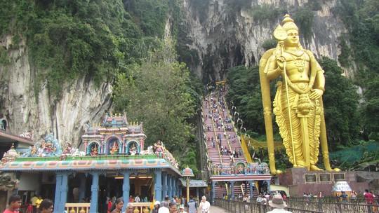 Động Batu, một thắng cảnh nổi tiếng của Malaysia thu hút nhiều khách tham quan nhưng không thu phí