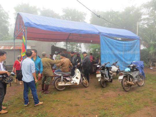 Sáng cùng ngày, gia đình đang tổ chức cho nạn nhân Đặng Đình Vấn