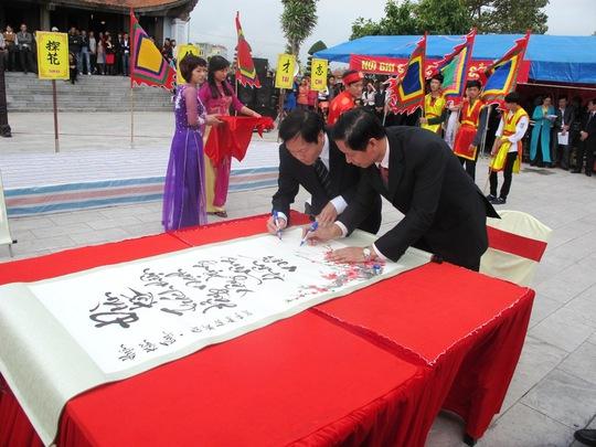 Lãnh đạo TP Hải Phòng và huyện Kiến Thụy khai bút
