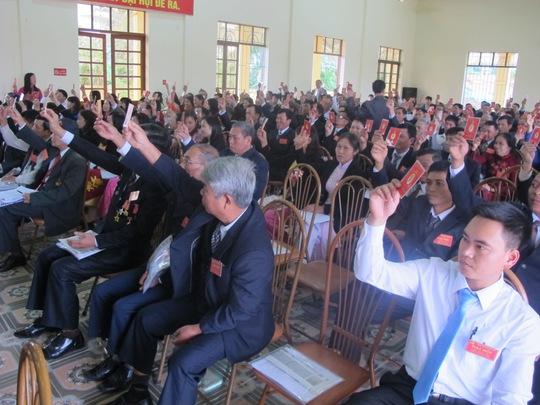 Biểu quyết bác tư cách tham dự đại hội của 2 ông Muộn và Hùng