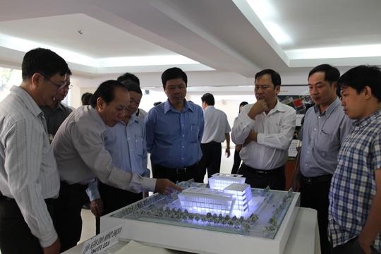 Cán bộ Công đoàn, CNVC-LĐ xem các đồ án xây dựng LĐLĐ TP HCM