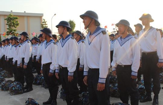 Đang là những thanh niên nhập ngũ về Lữ đoàn 957 – Quân chủng Hải quân