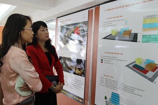 Cán bộ Công đoàn tham quan các đồ án thiết kế xây dựng