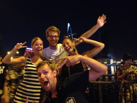 Các bạn trẻ đến từ Hà Lan mừng năm mới tại TP HCM