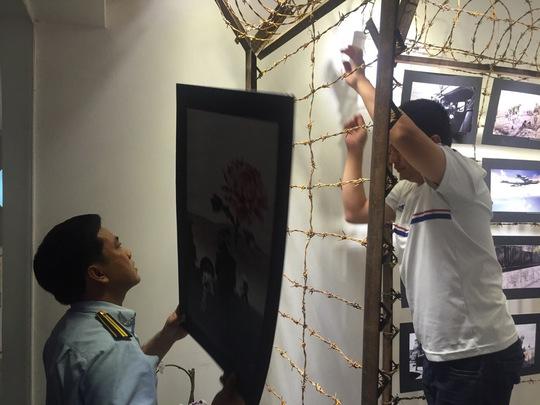"""Chủ triển lãm """"Hoa nơi chiến trường"""" xin chịu mọi xử phạt"""
