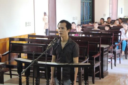 Bị cáo Nguyễn Văn Lê trước vành móng ngựa