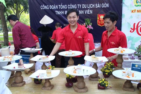 Gian hàng bánh của Công đoàn Tổng Công ty Du lịch Sài Gòn