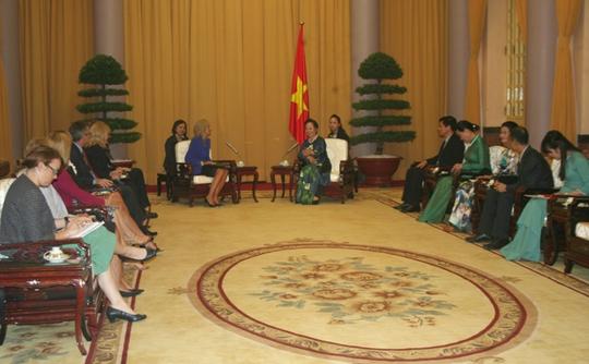 Phó Chủ tịch nước Nguyễn Thị Doan tiếp thân mật bà Jill Biden