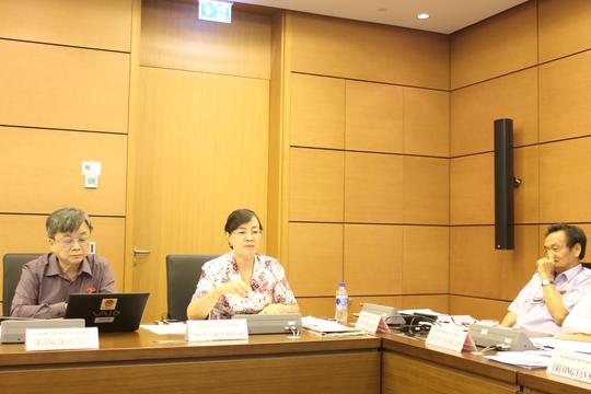 Từ trái sang: ĐB Trương Trọng Nghĩa, Nguyễn Thị Quyết Tâm, Trần Du Lịch